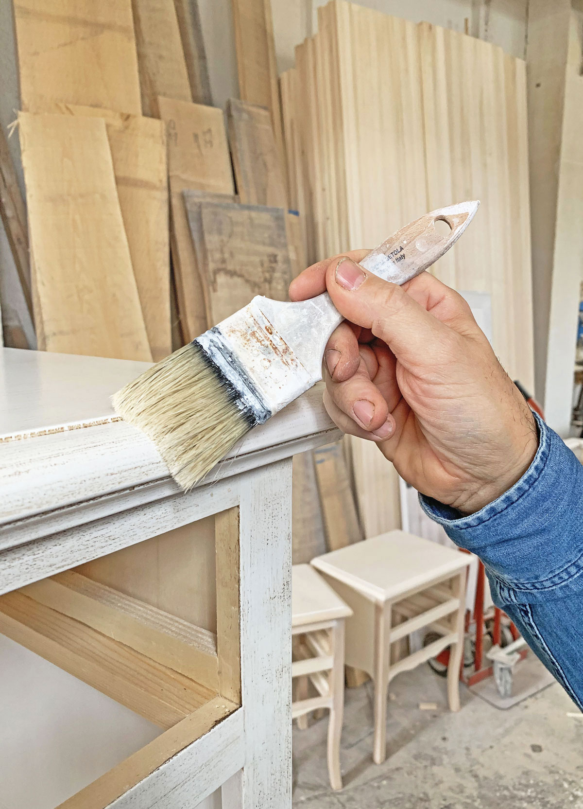 Lavorazione artigianale Mobili Bernardi Jari